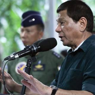 Bekijk details van Duterte tegen militairen: ik steun je, al verkracht je drie vrouwen