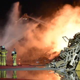 Bekijk details van Grote brand bij afvalbedrijf Varsseveld