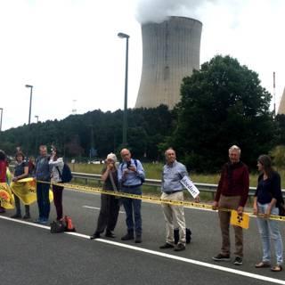 Bekijk details van Protest tegen kerncentrales: lint van 50.000 mensen over 90 kilometer