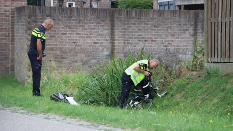 Wielrenner overleden na aanrijding, automobilist rijdt door.