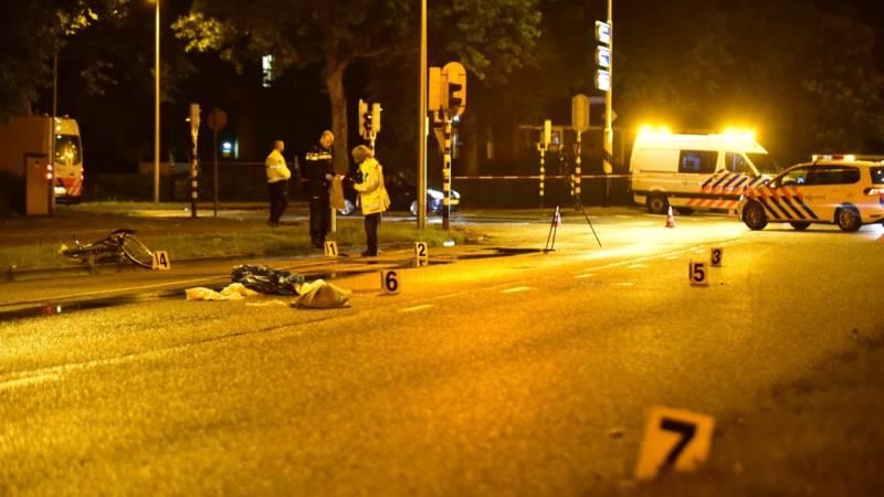 Automobilist rijdt door na ongeluk met fietser in Utrecht.