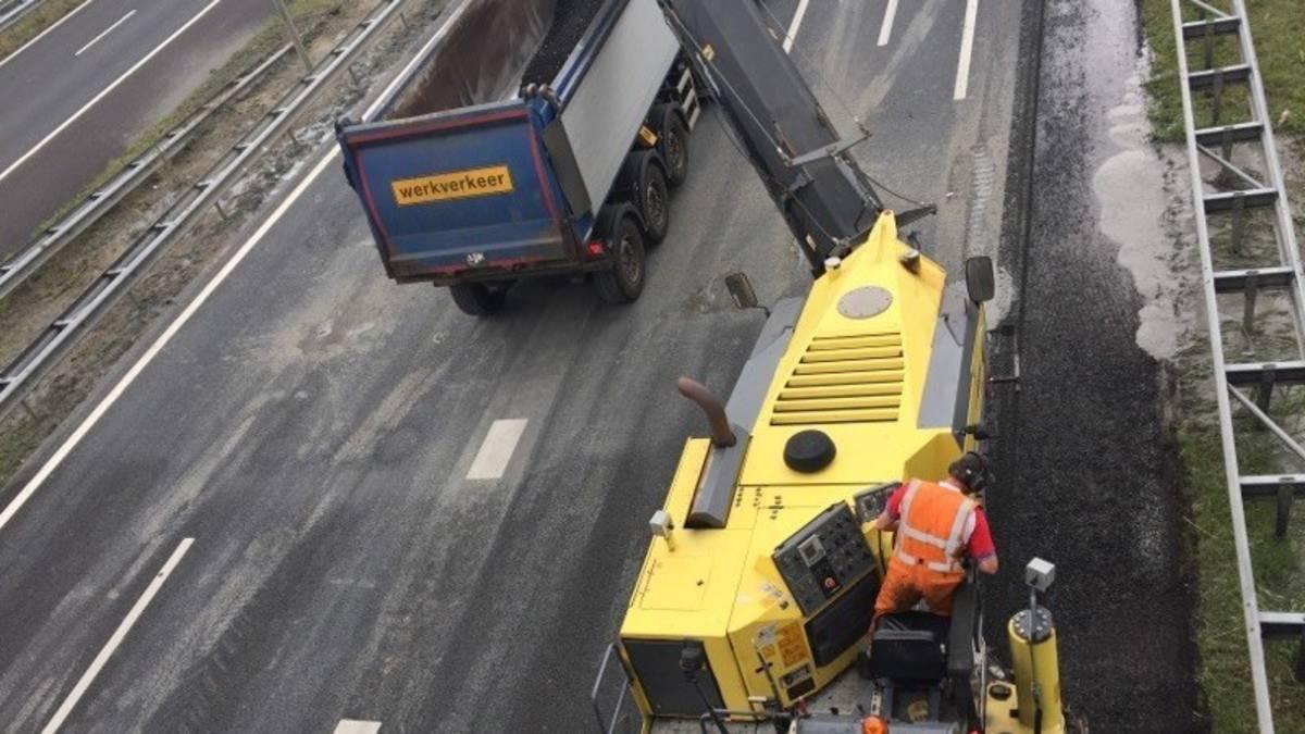 Asfalt op afgesloten A2 wordt vervangen, weg blijft dicht