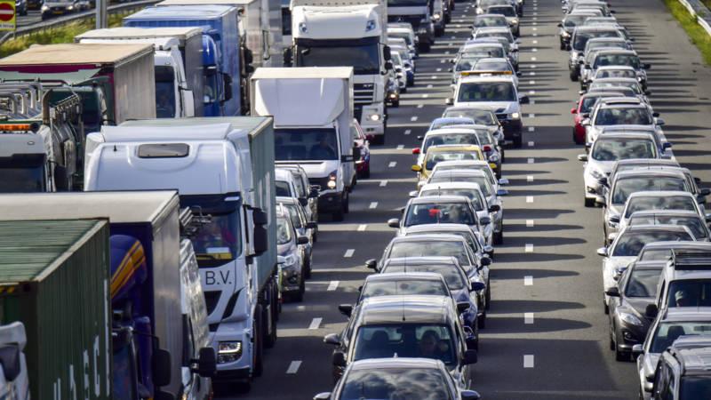 Flinke vertraging op A12 richting Den Haag na ongeluk.