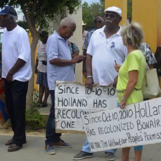 Boze burgers op Bonaire betogen tegen Nederlandse inmenging