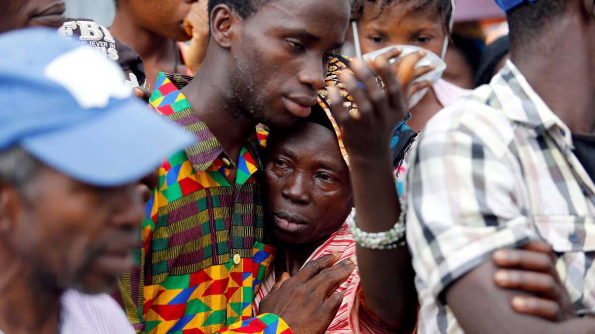 Slachtoffers Sierra Leone begraven; Nederlander start hulpactie