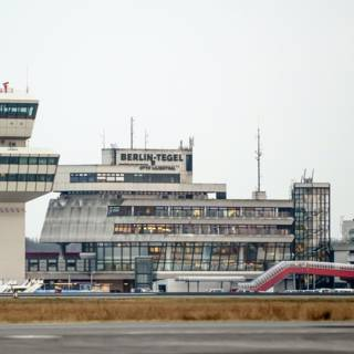 Agent schiet per ongeluk bij vliegtuig in Berlijn