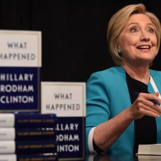 Bekijk details van Clinton: gebruik privé e-mail Witte Huis is 'toppunt van hypocrisie'