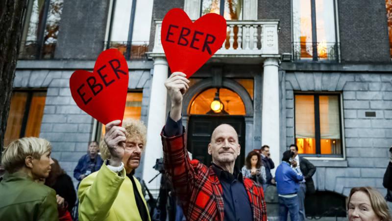 Honderden bij ambtswoning Van der Laan om te applaudisseren