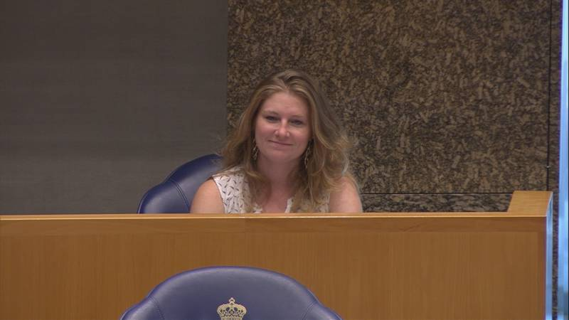Jamie Jane presenteert burgerinitiatief voor dierenrechten in Kamer