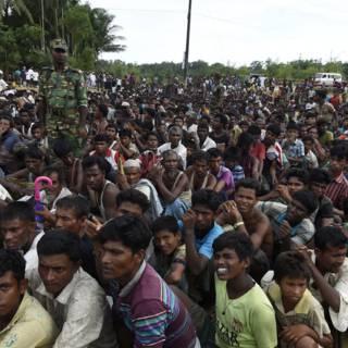 Bekijk details van Aung San Suu Kyi moet met Rohingya praten, zeggen VN'ers