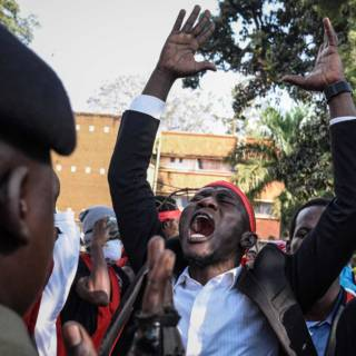 Bekijk details van Gevechten in parlement Uganda bij debat over presidentschap Museveni