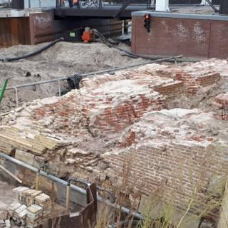Meters muur van historisch bastion Harderwijk zoek