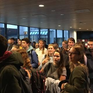 Unigebouw Rotterdam plotseling dicht, dus gaan studenten massaal naar bieb
