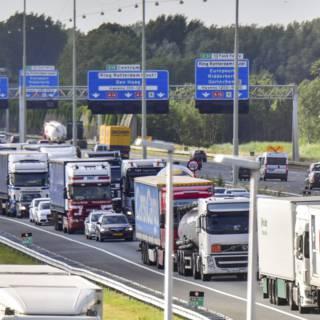 ANWB-leden: eigen rijstrook vrachtwagens in strijd tegen files