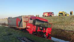 Buspassagiers gewond bij botsing met vrachtwagen.