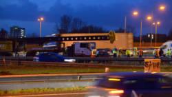 Chaos op A16 na dodelijk ongeluk met vrachtwagens, files nemen af.