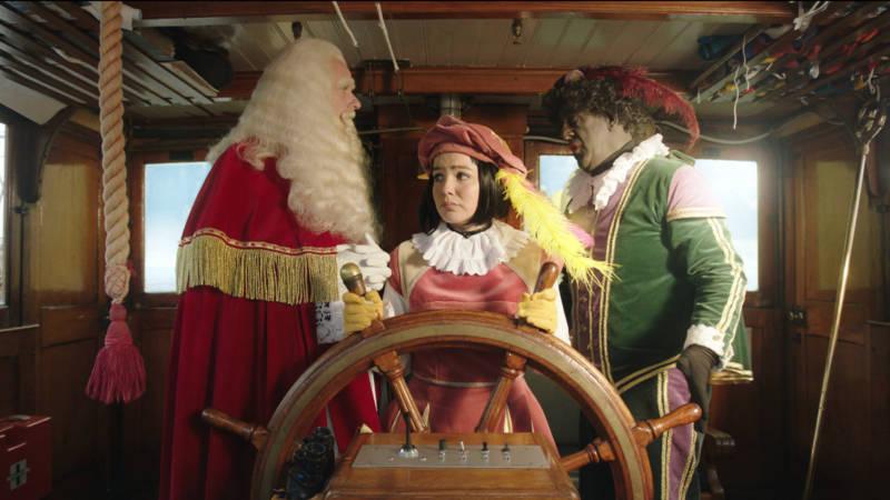 Witte Meisjespiet En Zwarte Piet In Sinterklaasjournaal Nos