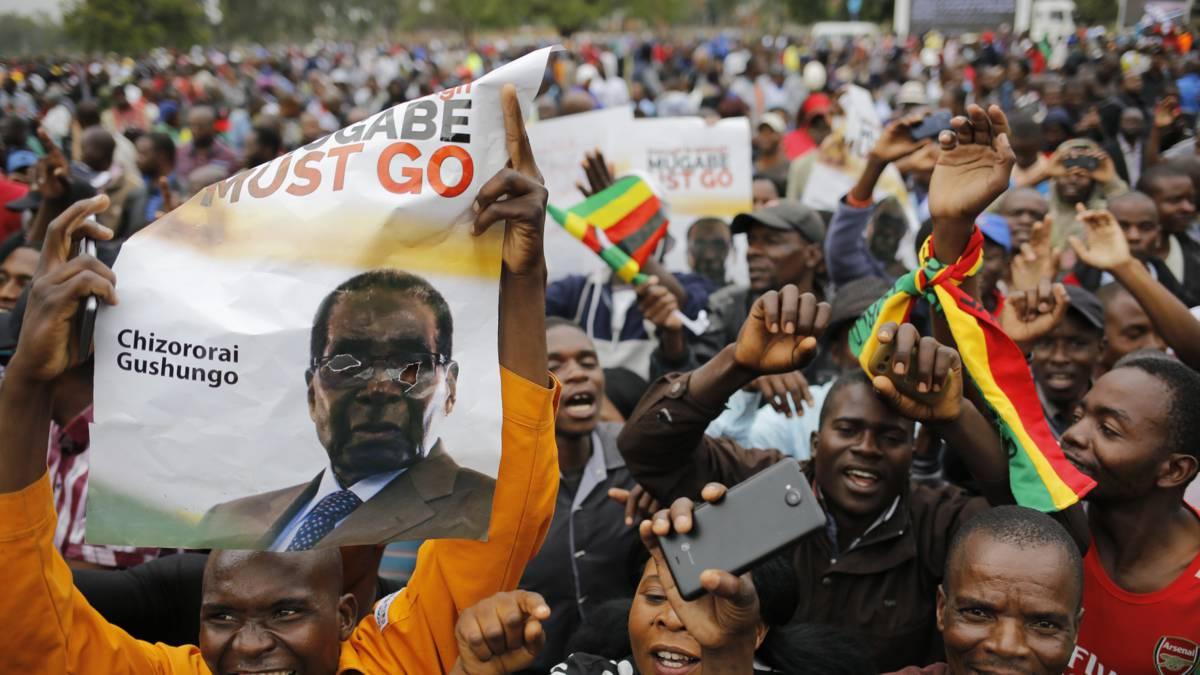 Duizenden tegenstanders Mugabe bij ambtswoning in Harare
