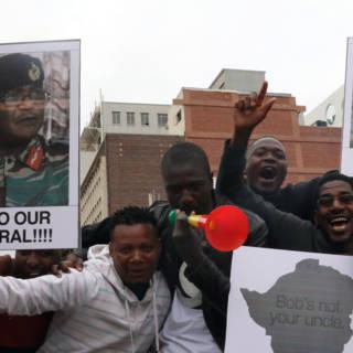 'Legertop Zimbabwe spreekt morgen weer met Mugabe'