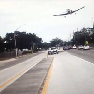 Video: vliegtuigje crasht op snelweg Florida