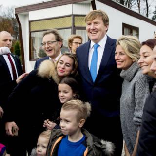 Koning bezoekt voorbeeldig woonwagenkamp: 'We hebben het mooi voor elkaar'