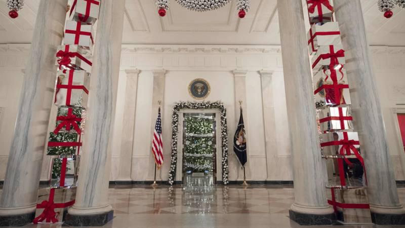 Witte Kerst Huis : Meter aan kerstlampjes melania trump heeft het witte huis