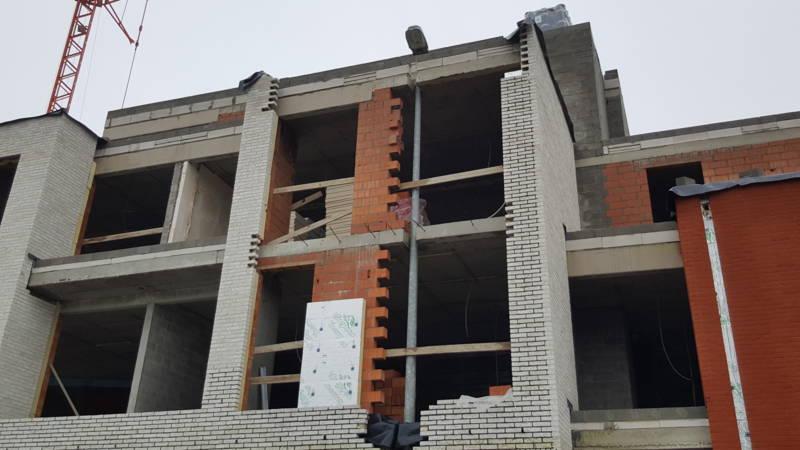 Lantaarnpaal in Vlaams huis gemetseld vanwege traagheid gemeente