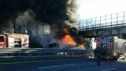 Zes doden bij ongeluk met brandende tankwagen in Italië.