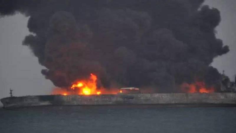 Veel vermisten bij scheepsongeluk met olietanker in China.