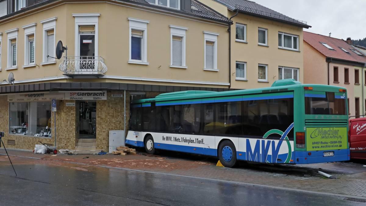 Tientallen kinderen gewond bij busongeluk Duitsland