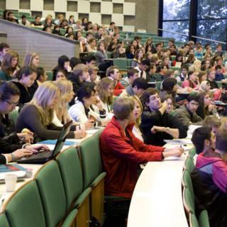 Steeds minder docenten per student op universiteiten