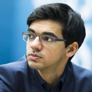 Giri alleen aan kop in Tata-schaaktoernooi