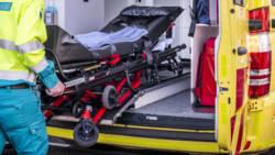 Ambulancebestuurder panikeert en laat patiënt achter na ongelukje.