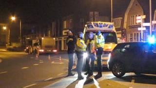 Twee gewonden na val uit rijdende Drentse discobus