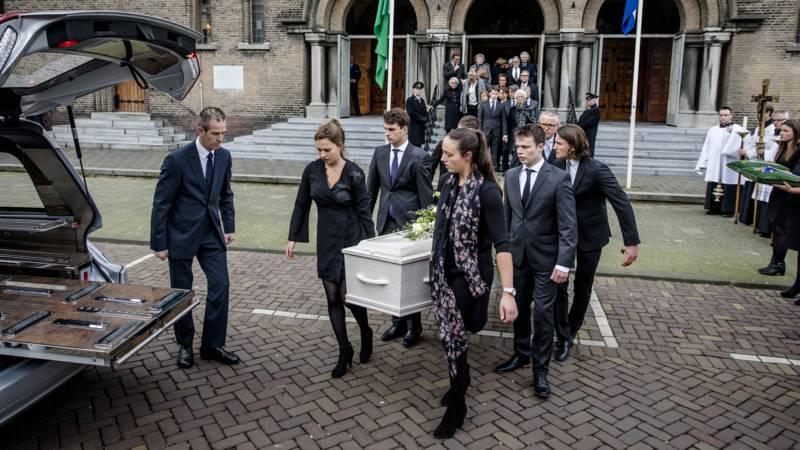 Citaten Voor Begrafenis : Uitvaart en begrafenis lubbers in besloten kring nos