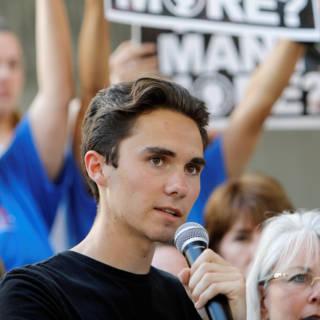 Ooggetuige of acteur? Complottheorieën over scholier na schietpartij Florida