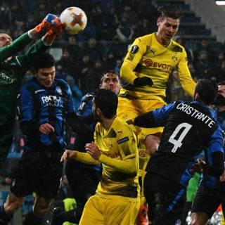 Dortmund voorkomt in slotfase uitschakeling door Atalanta