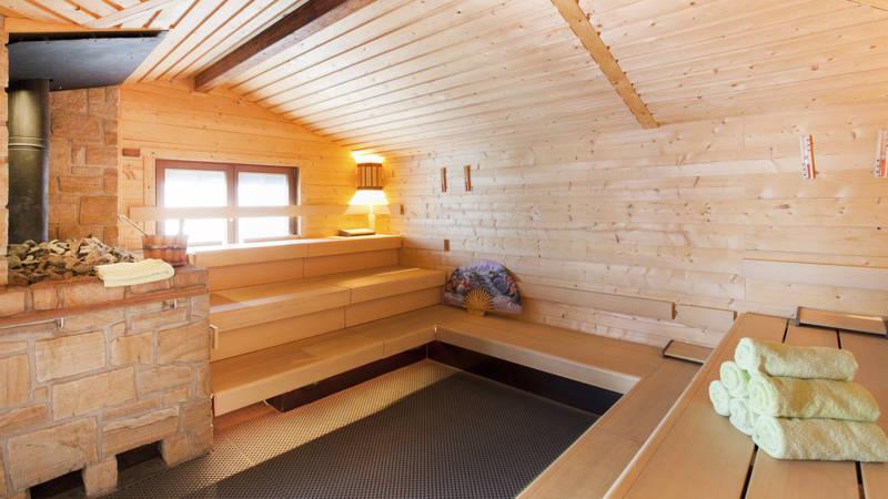 Politie ontdekt werkende camera in kleedkamer sauna Nederasselt | NOS