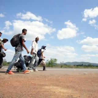 Honderden kilometers lopen om Venezolaanse crisis te ontvluchten