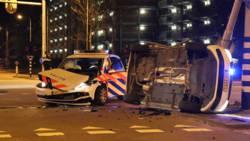 Agent gewond aan arm door botsing politieautos in Amstelveen.