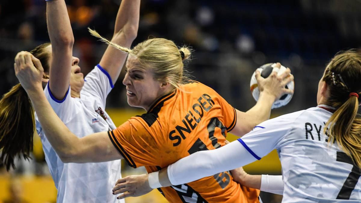 Blessure handbalster Snelder brengt Oranje in problemen op EK