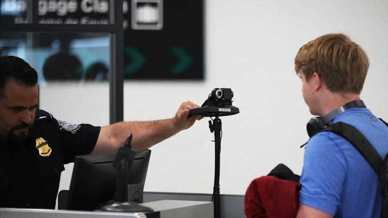 VS wil social media-identiteiten weten bij visumaanvraag
