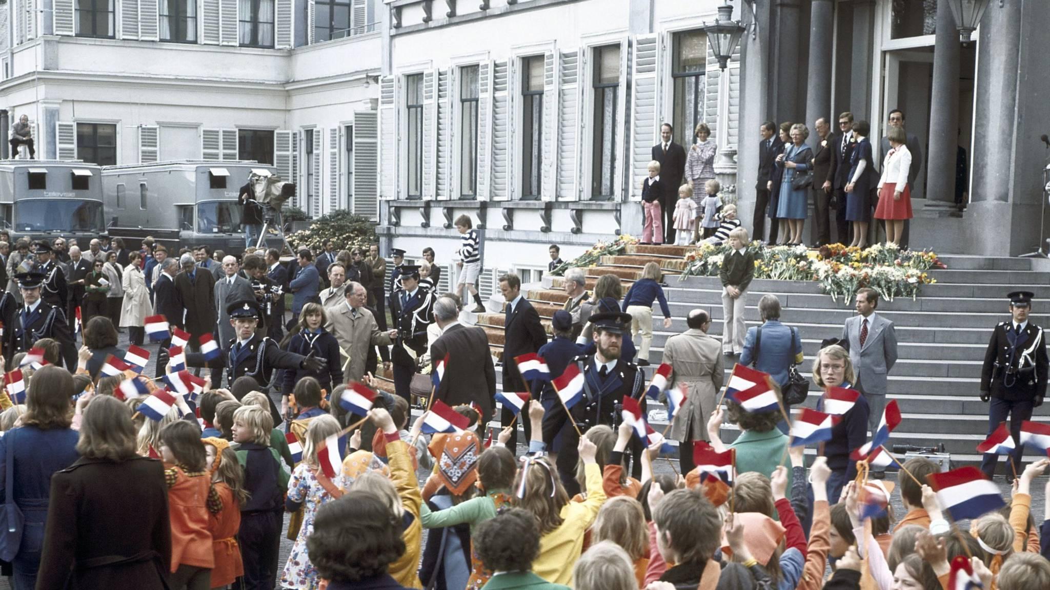 Queen Juliana celebrating her birthday on the premisis of Soestdijk Palace