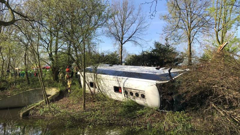 Ongeluk met touringcar in Amsterdam, meerdere gewonden.