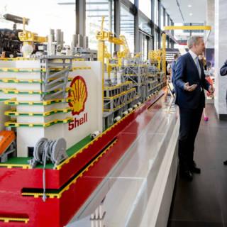 Koning heeft geen aandelen Shell