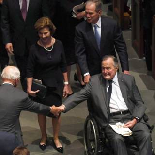 Bush senior (93) geveld door infectie na begrafenis Barbara
