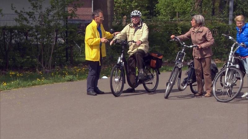 senioren steviger in het zadel na een cursus 39 fietsen met. Black Bedroom Furniture Sets. Home Design Ideas