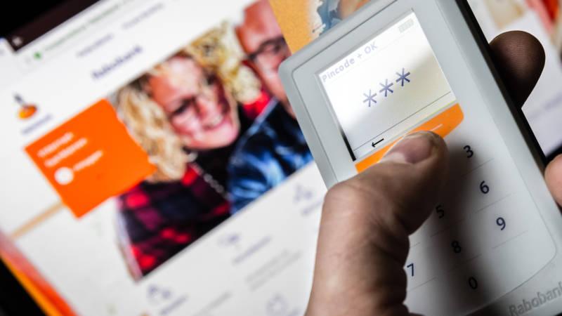 Rabobank stopt met scanner voor internetbankieren | NOS