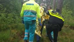 Gewonde man urenlang vermist in bos na aanrijding.