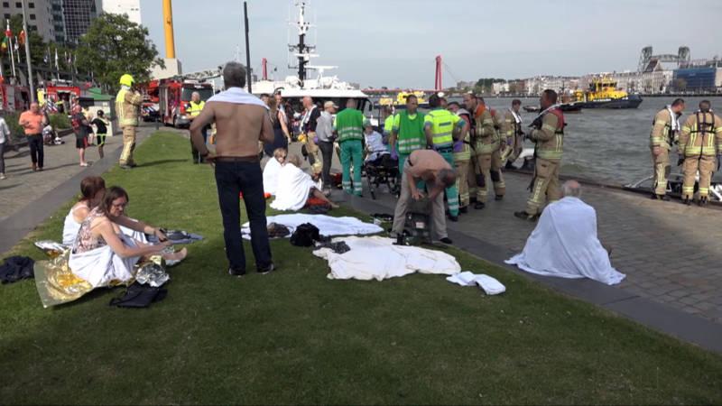 Gewonden na botsing tussen watertaxi en sloep in Rotterdam.